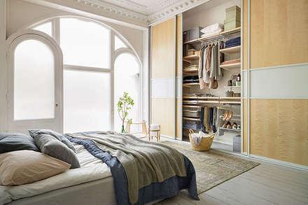 Closets de estilo escandinavo por Elfa Manufacturing Poland