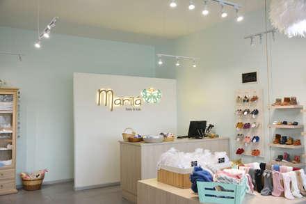 Tienda Marilá: Oficinas y Comercios de estilo  por Rinnovo