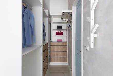 Closets de estilo escandinavo por 倍果設計有限公司