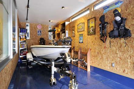 Garages de estilo moderno por タイコーアーキテクト