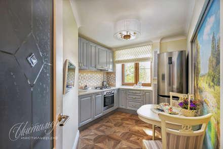 Компактная кухня в стиле современная классика: Кухни в . Автор – Студия Инстильер | Studio Instilier