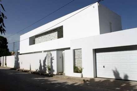 Villa Grey:  Villas by Fares Ksouri Architecte
