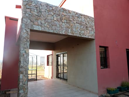 Detached home by ECOS DE SOL (Ingeniería y Construcción)