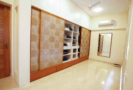 Walk In Closet: Modern Dressing Room By The Workroom