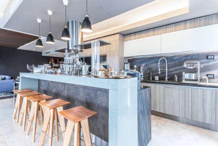 SESIÓN FOTOGRÁFICA Y RECORRIDO VIRTUAL - CENTRAL PARK -: Cocinas de estilo moderno por ECKEN virtual spaces
