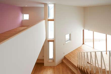 やじるしの家: アトリエモノゴト 一級建築士事務所が手掛けた窓です。
