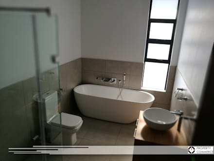 First floor bathroom: modern Bathroom by Property Commerce Architects