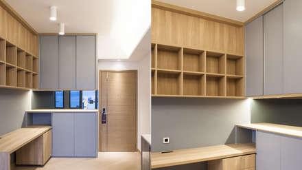 CENTURY LINK: minimalistic Study/office by BIGGERTHANstudio