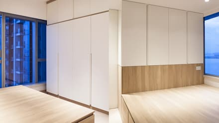 CENTURY LINK: minimalistic Bedroom by BIGGERTHANstudio