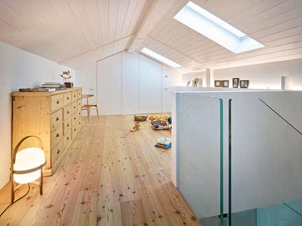 Beautiful cs stanza dei bambini in stile in stile scandinavo di burnazzi feltrin architects with - Decorare la cameretta del neonato ...