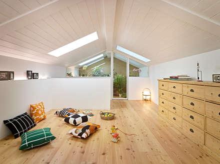 appartamento CS: Stanza dei bambini in stile in stile Scandinavo di Burnazzi  Feltrin  Architects