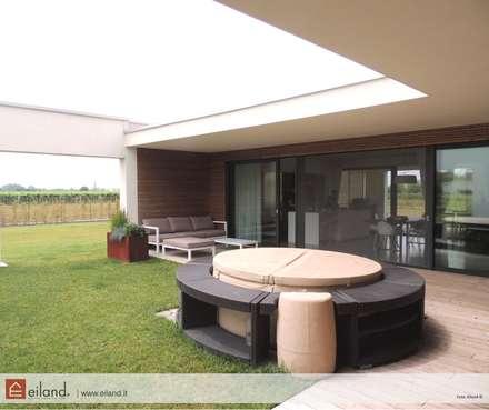 Stile Minimale: Casa di legno in stile  di EILAND