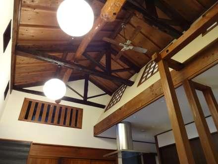 築60年古民家改修:  合同会社インテリくん  インテリくん1級建築士事務所が手掛けたリビングです。
