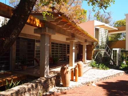 Casas de campo  por BIM Arquitectos S.A. de C.V.