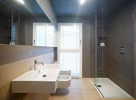 edificio unifamiliare BL: Bagno in stile in stile Minimalista di Burnazzi  Feltrin  Architects