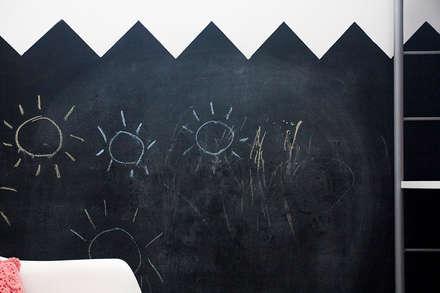 Ático Duplex: Dormitorios infantiles de estilo minimalista de Isho Design