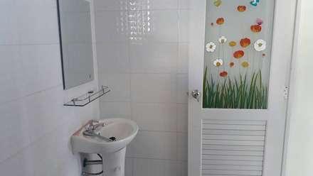 งานต่อเติม:  ห้องน้ำ by P Knockdown Style Modern