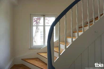 Treppe:  Flur & Diele von tbia - Thomas Bieber InnenArchitekten