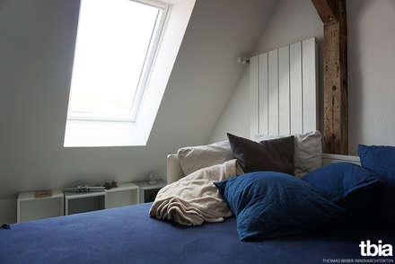 Kinderzimmer - Spitzboden: klassische Kinderzimmer von tbia - Thomas Bieber InnenArchitekten