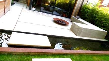 Modern Zen Garden in Woking U.K:  Garden Pond by GreenlinesDesign Ltd