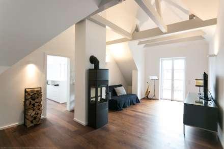Umbau/Sanierung Villa S:  Flur & Diele von INARCH Sabine Schimanofsky