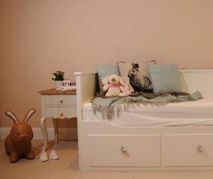 Winchmore Hill, London – Residential: modern Nursery/kid's room by Peach Studio