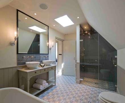 Hampstead, London - Residential: classic Bathroom by Peach Studio