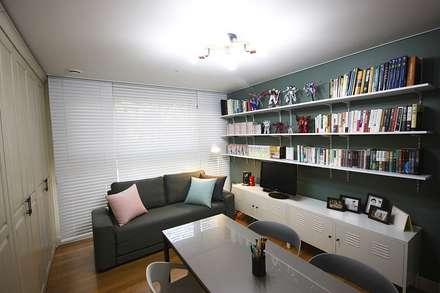 일산 49평 프렌치모던 홈스타일링: homelatte의  서재 & 사무실