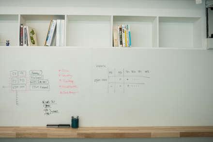 IT solution company 'Brainzsquare'_office interior: (주)바오미다의  서재 & 사무실