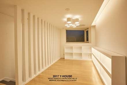 가구와 공간을 같이 계획한 인테리어: 건축일상의  서재 & 사무실