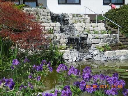 Bachläufe: landhausstil Garten von Garten-Landschaftsbau Hierreth-Felser GmbH