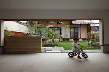 Garage/Rimessa in stile in stile Asiatico di 田村建築設計工房