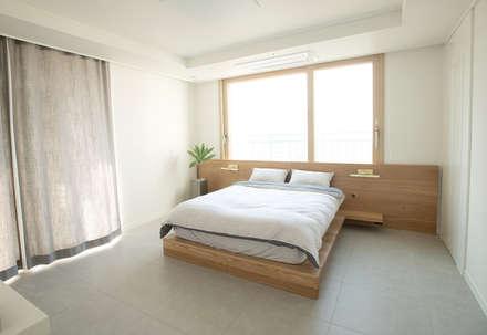 모노하우스_동탄 칸타빌 2차 48평 홈스타일링: (주)바오미다의  침실