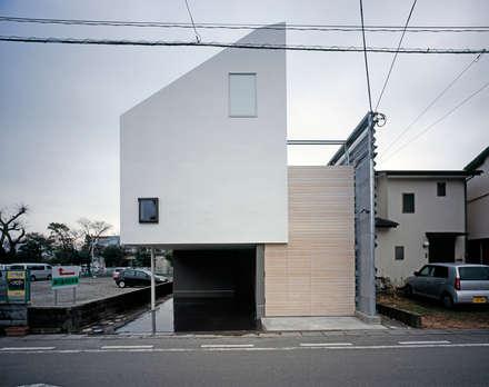 บ้านสำหรับครอบครัว by 前田篤伸建築都市設計事務所