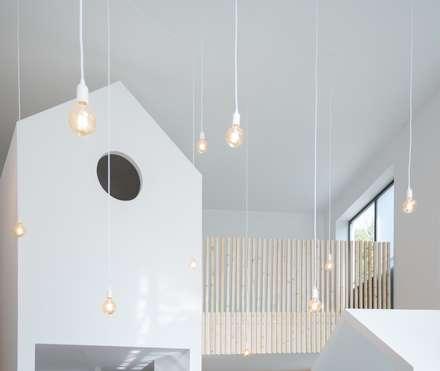 LE PETIT MOOL CONCEPT STORE: Escritórios e Espaços de trabalho  por MiMool Arquitectura & Design de Interiores