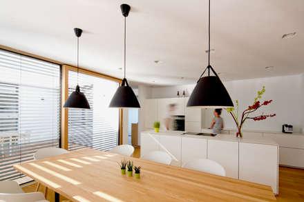 bungalow K _ siegendorf, burgenland - paschinger architekten: moderne Esszimmer von PASCHINGER ARCHITEKTEN ZT KG