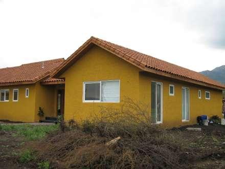 Casa Chicureo: Casas de estilo colonial por Casas E-Haus