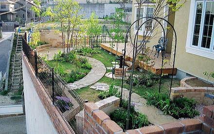 「自然の彩りに誘われて。」: GAZON~ガゾン~が手掛けた庭です。