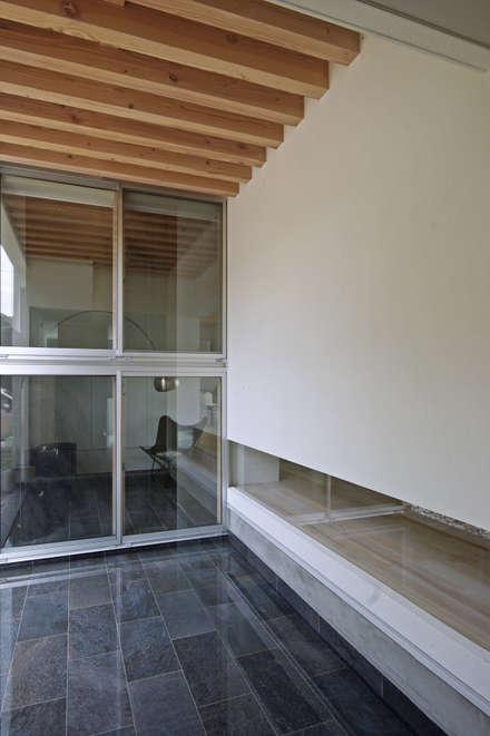 Estanques de jardín de estilo  por 空間建築-傳 一級建築士事務所