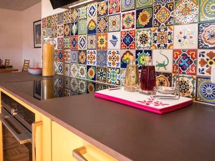 Gestalten Sie den Fliesenspiegel Ihrer Küche online bei Mexambiente: tropische Küche von Mexambiente e.K.