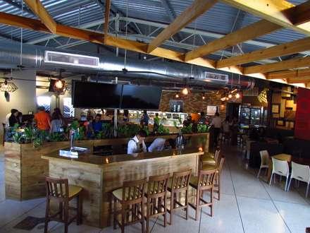 Panadería Andina: Bares y Clubs de estilo  por Loft 5101 F.P.