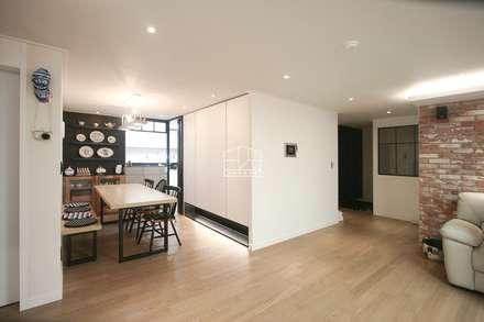 40평대 아파트 인테리어 모아보기: 홍예디자인의  다이닝 룸