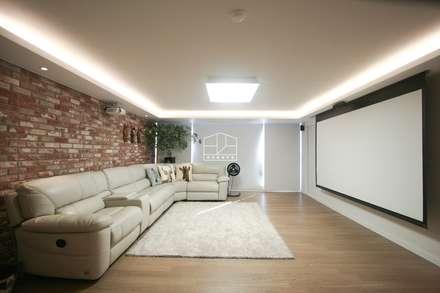 40평대 아파트 인테리어 모아보기: 홍예디자인의  거실