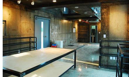 유리공방: 디자인모리의  서재 & 사무실