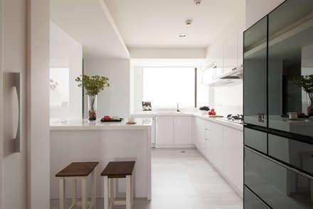 明水苑   稜線:  廚房 by 北歐制作室內設計