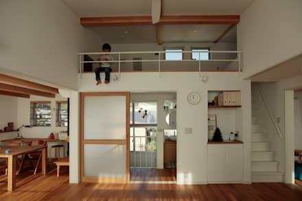 内谷の家: 堺建築設計事務所が手掛けたリビングです。