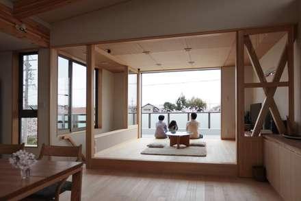 中根新田の家: 堺建築設計事務所が手掛けたリビングです。