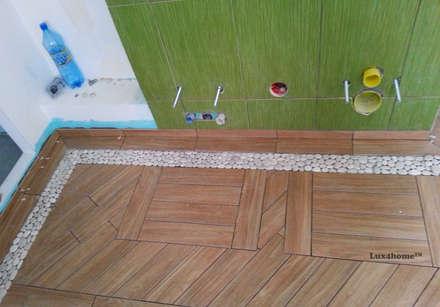 White Pebble Tiles Bathroom Ideas - Pebble Tile Bathtub: country Bathroom by Lux4home™ Indonesia