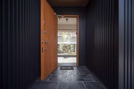 Corridor & hallway by HouseTheGarden