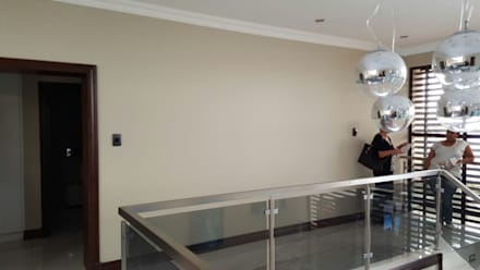 :  Stairs by SOJE Interior, Design and Decor PTY (Ltd)